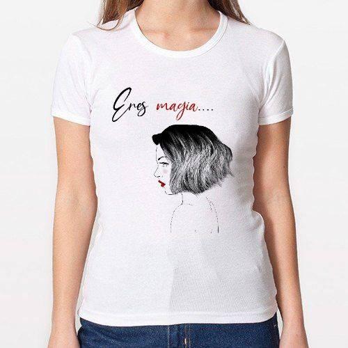 https://media1.positivos.com/144385-thickbox/camiseta-eres-magia-chica-entallada.jpg