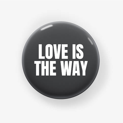 https://media3.positivos.com/168953-thickbox/chapa-pin-personalizable-love-is-the-way.jpg